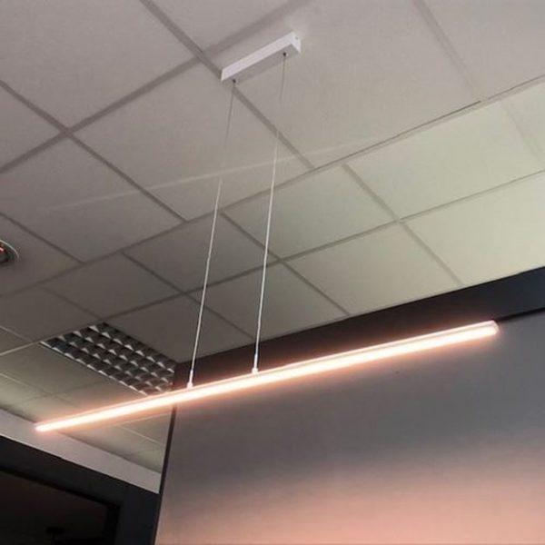 Moderna dekorativna visilica Office za vaš ured u bijeloj boji