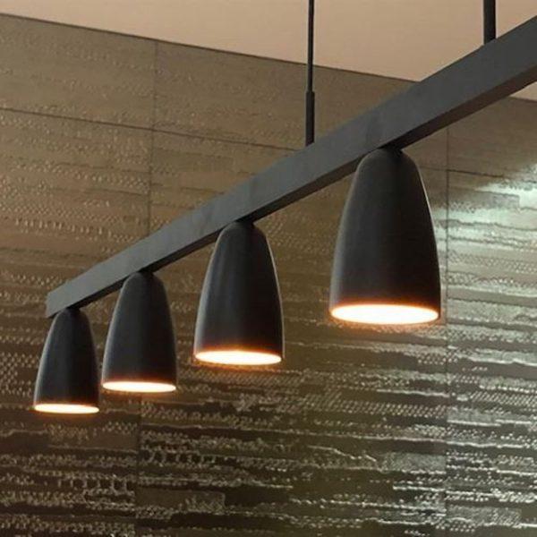 Moderna crna visilica Lina nudi privlačan dizajn i kvalitetu