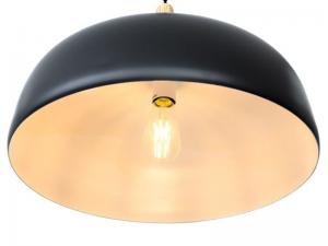 Luster Ena u crnoj boji s drvenim elementom izrađena od aluminija